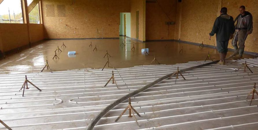 Pouring the screed